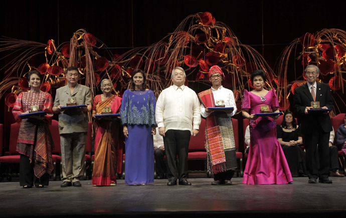 (L-R) Photo shows the awardees of the Ramon Magsaysay Awards held at the Cultural Center of the Philippines, Manila, Thursday night. Cecilia Garrucho of the Philippine Educational Theatre Association(PETA), Tony Tay of Singapore, Gethsie Shanmugam of Sri Lanka, Philippine Vice President, Maria Leonora Robredo, Chairman of the Board of Trustees of the Ramon Magsaysay Foundation, Mr. Ramon Del Rosario, Abdon Nababan of Indonesia, Lilia De Lima of the Philippines and Yoshikai Ishizawa of Japan. MBPHOTO.CAMILLE ANTE