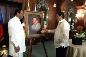 President Rodrigo Roa Duterte presents a portrait painting of Democratic Socialist Republic of Sri Lanka President Maithripala Sirisena as a token during the latter's visit to the Malacañan Palace on January 16, 2019 as part of his State Visit to the Philippines. ACE MORANDANTE/PRESIDENTIAL PHOTO