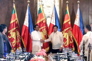 President Rodrigo Roa Duterte and Democratic Socialist Republic of Sri Lanka President Maithripala Sirisena have their photos taken for posterity prior to the bilateral meeting at the Malacañan Palace on January 16, 2019. ROLANDO MAILO/PRESIDENTIAL PHOTO