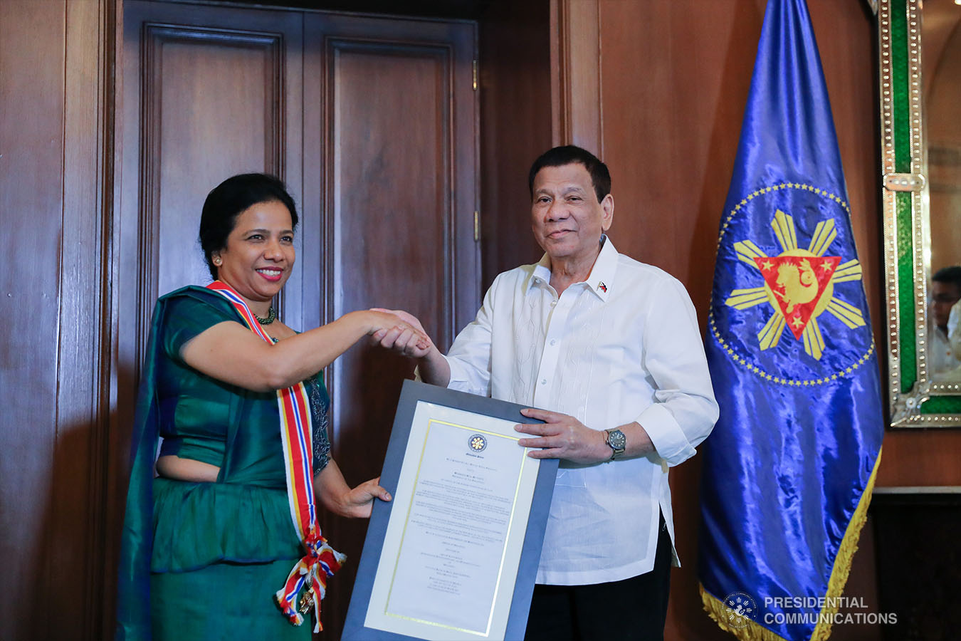 President Rodrigo Roa Duterte confers the Order of Sikatuna with the Rank of Grand Cross (Datu), Gold Distinction on outgoing Ambassador of the Democratic Socialist Republic of Sri Lanka to the Philippines Aruni Ranaraja who paid a farewell call on the President at the Malacañan Palace on June 18, 2019. ALFRED FRIAS/PRESIDENTIAL PHOTO